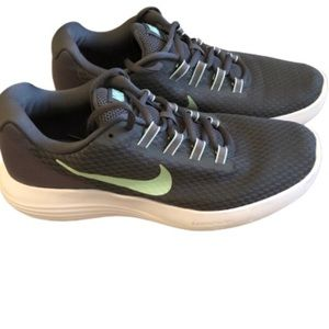 Nike Lunaconverge lightweight gray running shoes